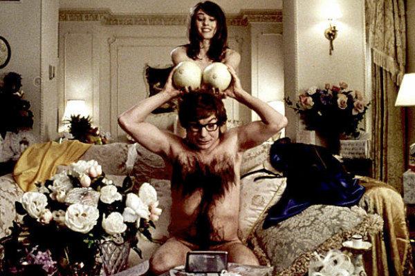 Mike Myers és Elizabeth Hurley a Szőr Austin Powers: Őfelsége titkolt ügynökében (New Line Cinema)