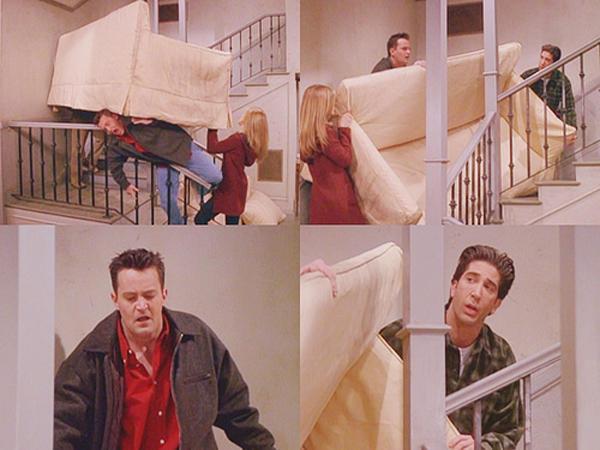 ... és amikor barátaiddal valamilyen bútort cipeltek, időközönként elüvöltöd magad, hogy: FORDUL!