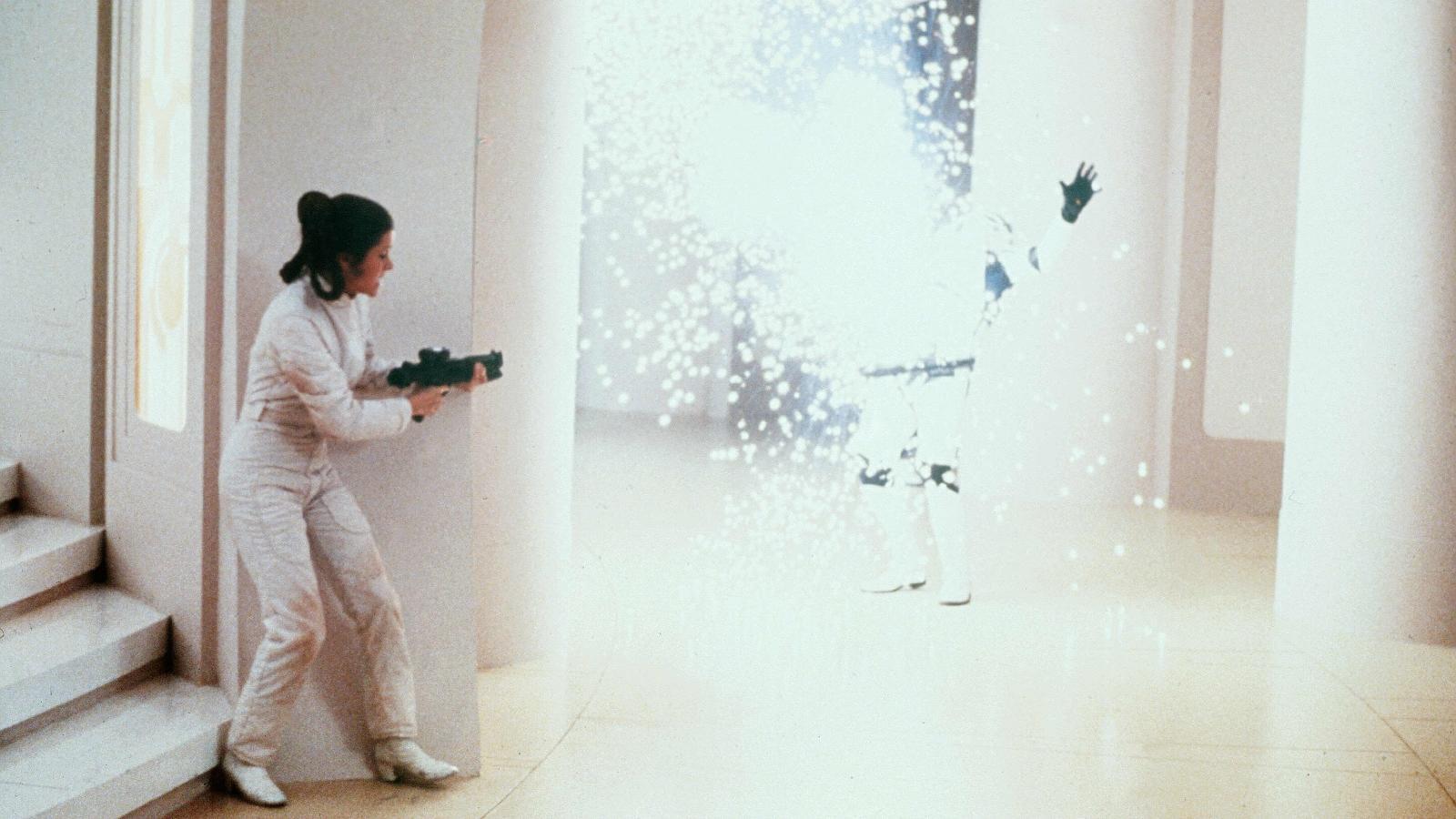 Ahogy minden hercegnő, Leia is egy picit pimasz, ám ellentétben sokakkal, aki egy igazi harcos. Előbb a Lázadást vezeti a Birodalom ellen, majd az Első renddel szembeni ellenállás tábornoka lesz. (Lucasfilm/Fox/Kobal/Shutterstock)