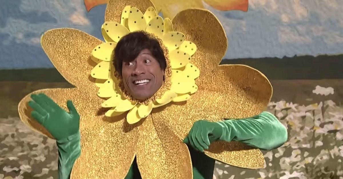 A Saturday Night Live vendégszereplőjeként perdült táncra százszorszépként, bizonyítva, hogy nincs az a jelmez, amit ne öltene magára szívesen (már ha egyáltalán felmegy rá az adott hacuka) (SNL / NBC)