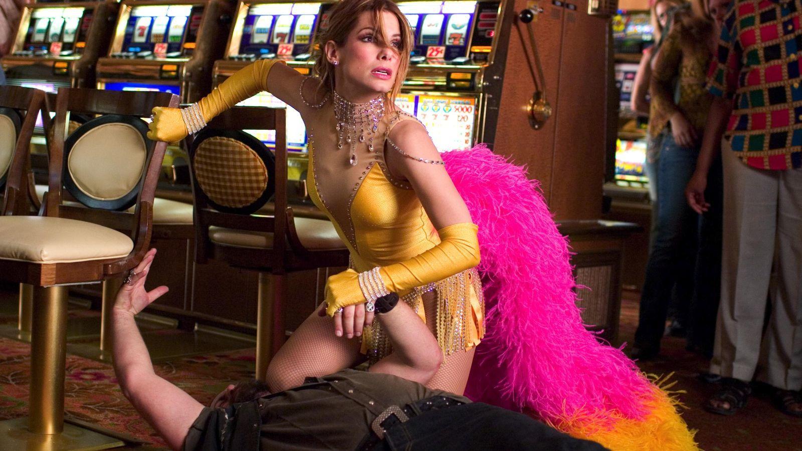 Sandra Bullock már a film megjelenése előtt is kifejezetten népszerű volt, ám miután Grace Hart bőrébe bújt, istentelenül nagy ikon lett belőle. A Beépített szépség hemzseg az emlékezetes pillanatoktól. (Moviestore Collection/Shutterstock)