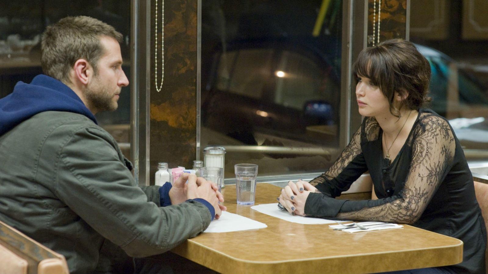 Bradley Cooper nem igazán akarta, hogy ez a vacsora Jennifer Lawrence-szel igazi randi legyen, végül mégis az lett. És így ez lett az eddig látott legbénább nem-randi. (The Weinstein Company)
