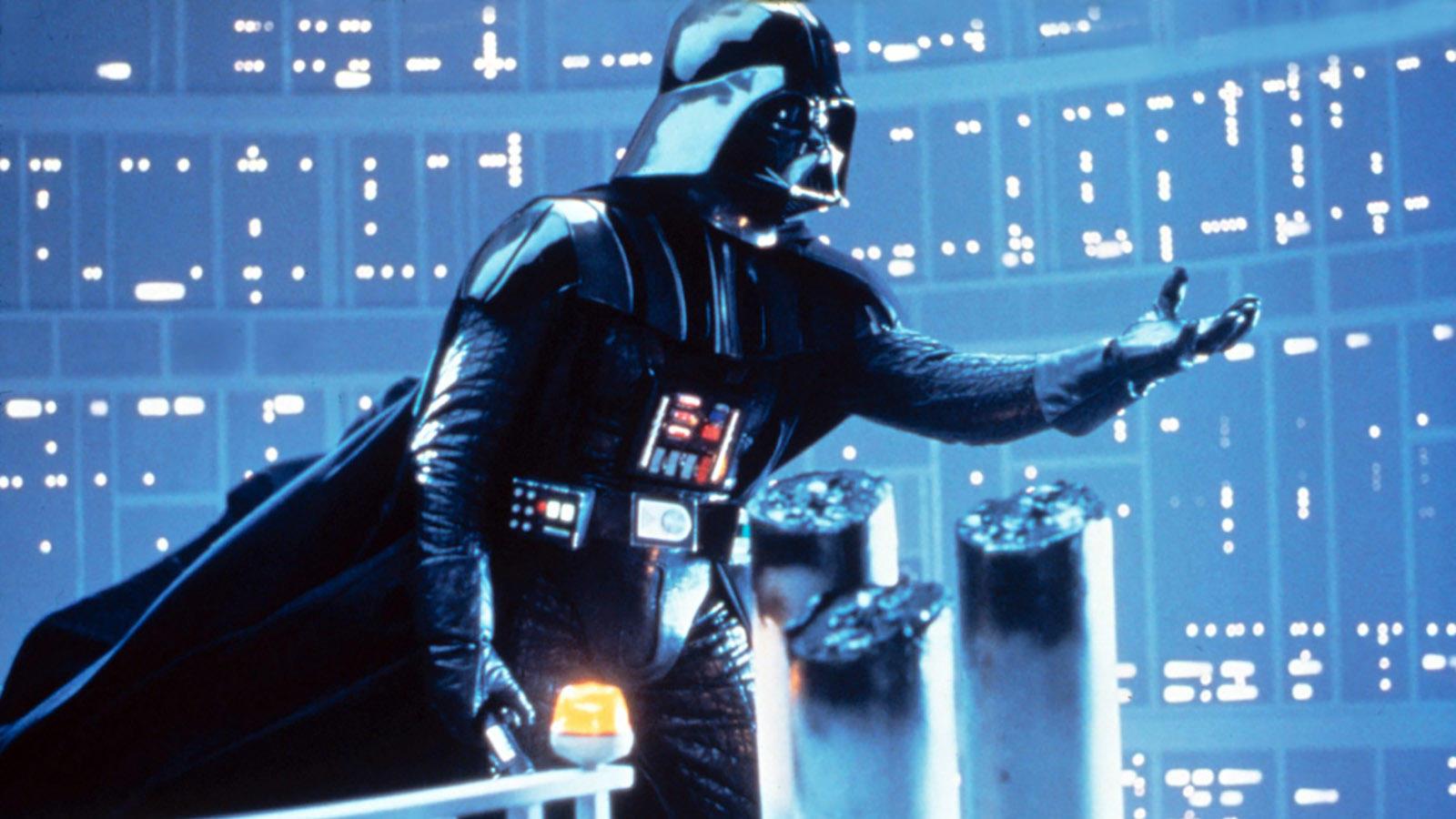 """""""Luke, én vagyok az apád!"""" – a mondat, ami generációk agyát olvasztotta már le. Darth Vader Luke Skywalker apja?! Mi van? Most komolyan? Akkor ki a manó az a másik Jedi, akit Yoda emlegetett? És Luke most akkor tényleg levágta a kezét? (Twentieth Century Fox)"""