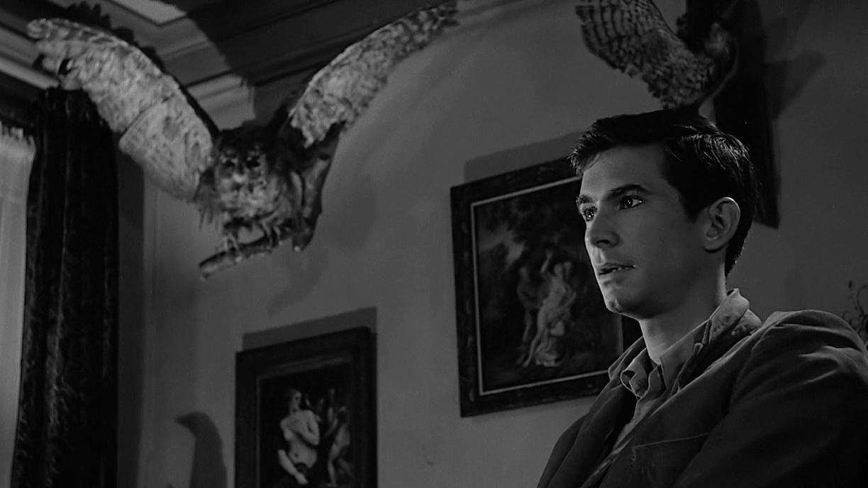 Mindenkinek a legendás zuhanyzós jelent ugrik be, de érdemesebb a végére fókuszálni, a befejezés ugyanis a horrortörténelem egyik legelmebetegebb lezárása. Norman Bates végre lekaszabolja a hatalmaskodó édesanyját, mire kiderül, az anyja már évek óta halott, ő maga mániákus skrizofén, aki tudathasadásában szeret az anyja ruháiba öltözni. (Paramount Pictures)