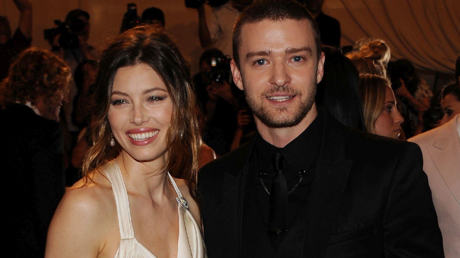 ...a bájos Jessica Bielt, akitől gyereke is született. Sokan találgatták, hogy Timberlake végül ki mellett fog lehorgonyozni: karrierje kezdetén úgy tűnt, hogy elválaszthatatlanok első nagy szerelmével... (Getty Images)