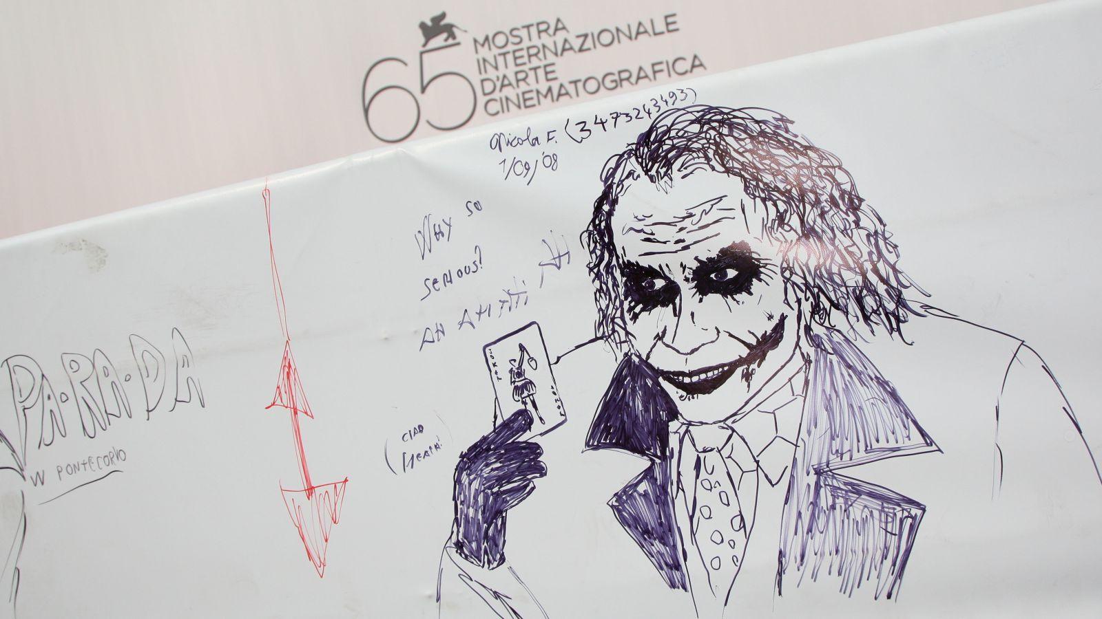 """Sokakat érdekelt, hogy mi volt Ledger híres Joker-naplójában: a színész nyomasztó híreket, ijesztő rajzokat és egyéb szörnyű """"motivátorokat"""" gyűjtött benne. Caglione elmondása szerint Ledger a naplót használta, hogy a megfelelő hangulatba kerüljön a felvételek előtt.(Getty Images)"""