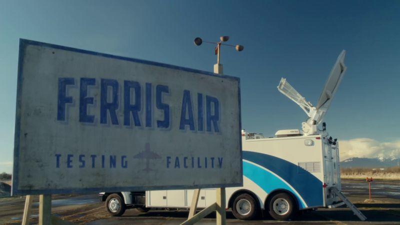 Ferris Air egy kísérleti repülőtelep, ahol Hal Jordan is dolgozik - aki nem más, mint a Zöld Lámpás!   (The CW)