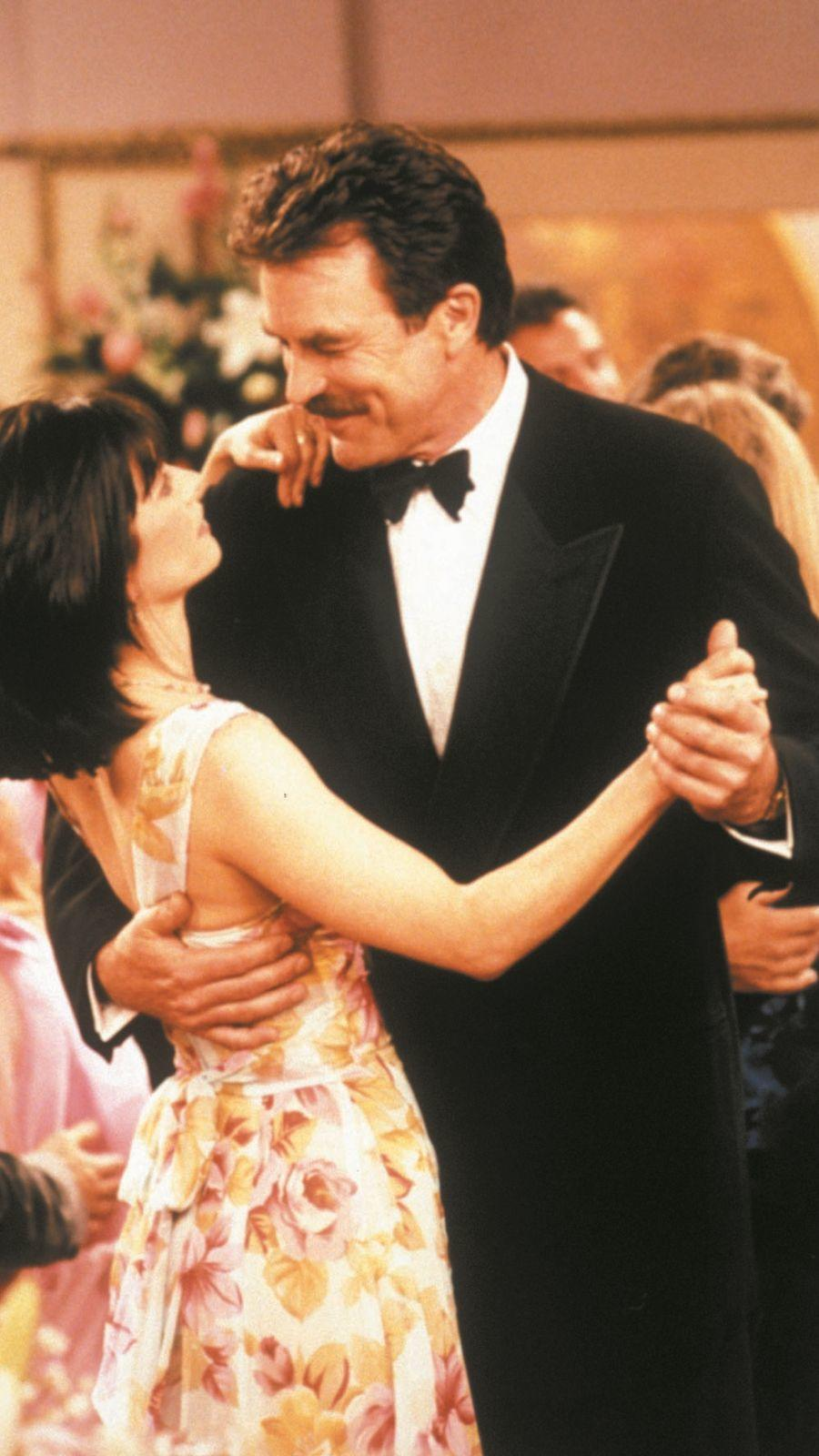 ...a második évadban Joey és Chandler többször is kifigurázták Richard pénzes szokásait.