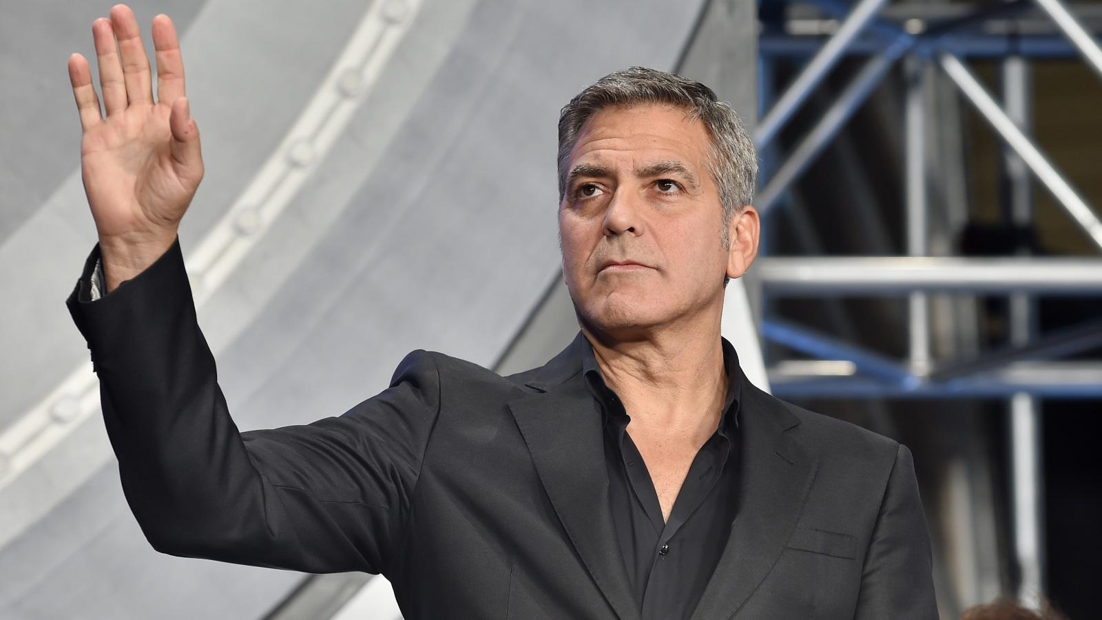 George Clooney egyszer Arnold Schwarzenegger nevét használta becsekkoláskor. A feltűnést nem biztos, hogy elkerülte vele, de a személyzet tuti jól szórakozott!