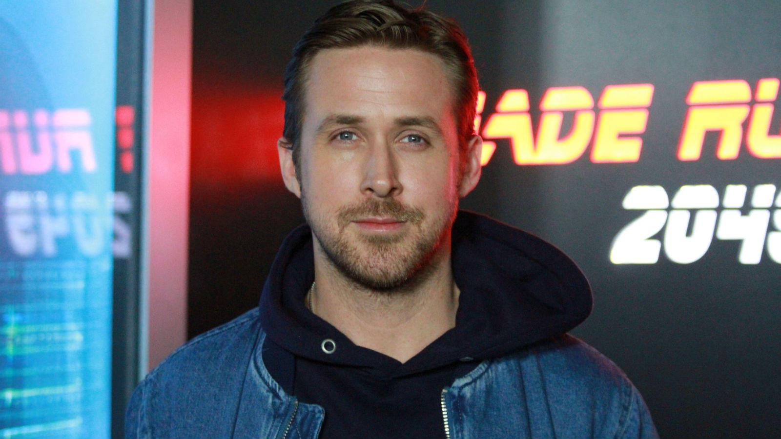 A poszt Brad Pitt éra első számú szívtiprója sose fejezte be a középiskolát, inkább underground, amatőr filmekben csiszolta színészi képességeit. Nick Cassavetes 2004-es Szerelmünk lapjai (The Notebook) c. filmjével berobbanó, még ma is mindössze 37 éves Gosling tehetsége vitathatatlan. Azóta szerencsére számtalan remek alakítását láthattuk a 2011-es A hatalom árnyékában-tól a 2013-as Csak Isten bocsáthat meg-en át a tavalyi Szárnyas fejvadász folytatásáig. (REX/ Shutterstock)