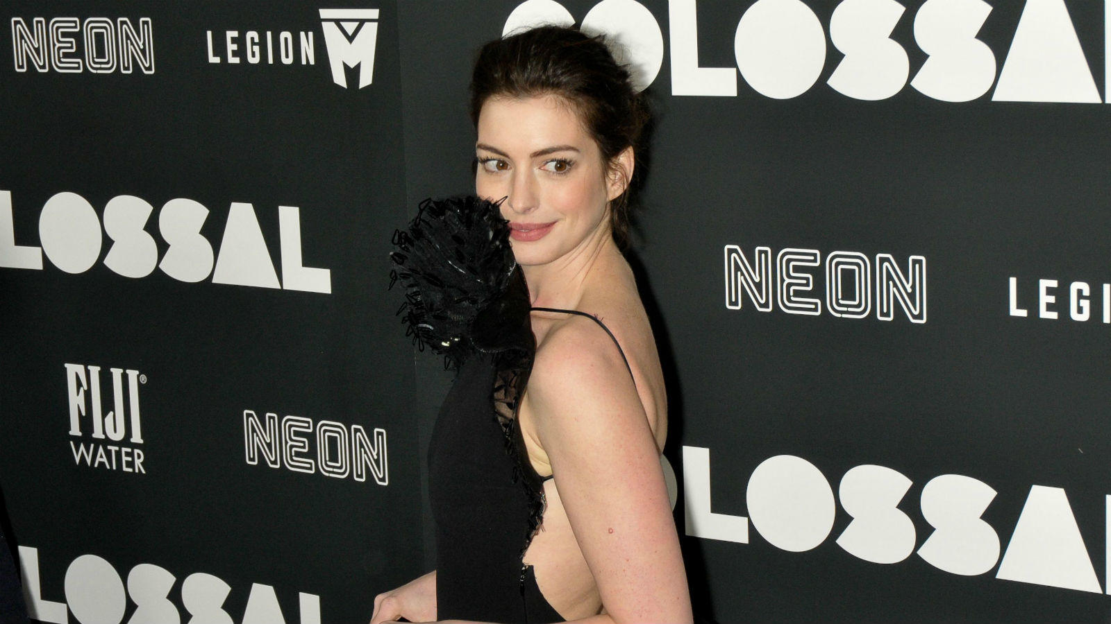 A Nyomorultakkal (Les Miserables) Oscar-díjat nyerő színésznő angol irodalomra és női (gender) stúdiumokra járt a New York-i Vassar College-ban, majd átment a New York University-re. Ennek ellenére, Hathaway sose fejezte be felsőfokú tanulmányait, hanem egyre inkább a színészi karrierjével foglalkozott. (REX/ Shutterstock)