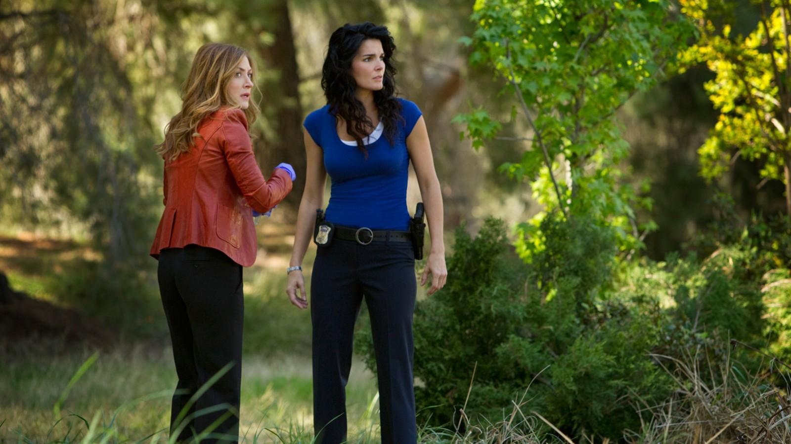 A bostoni nyomozó, Jane Rizzoli (Angie Harmon) és törvényszéki orvosszakértő társa, Maura Isles (Sasha Alexander) igen ügyes párost alkotnak, nem is beszélve a legjobb barátaikról. (TNT)