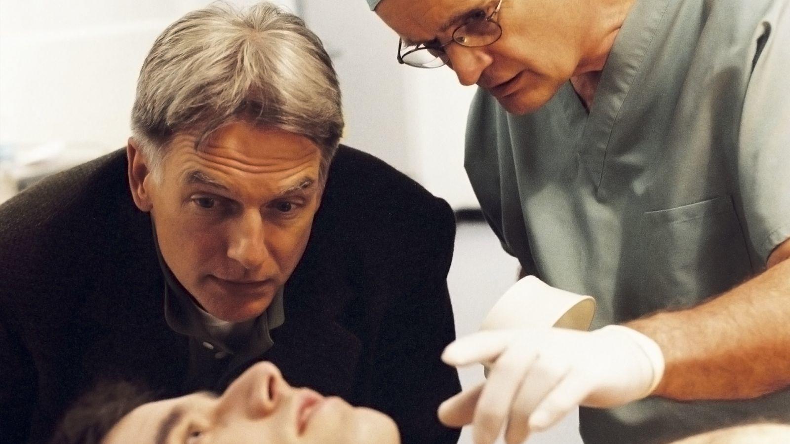 Hullákkal foglalkozni nap, mint nap kevés embernek álommeló. A halottkém feladata, hogy meghatározza a halál okát. Ezt pedig a holttestet vizsgálva tudja eldönteni. A világ valamennyi törvényszéki orvosszakértője (CSI) számára kulcsfontosságú kolléga. (CBS)