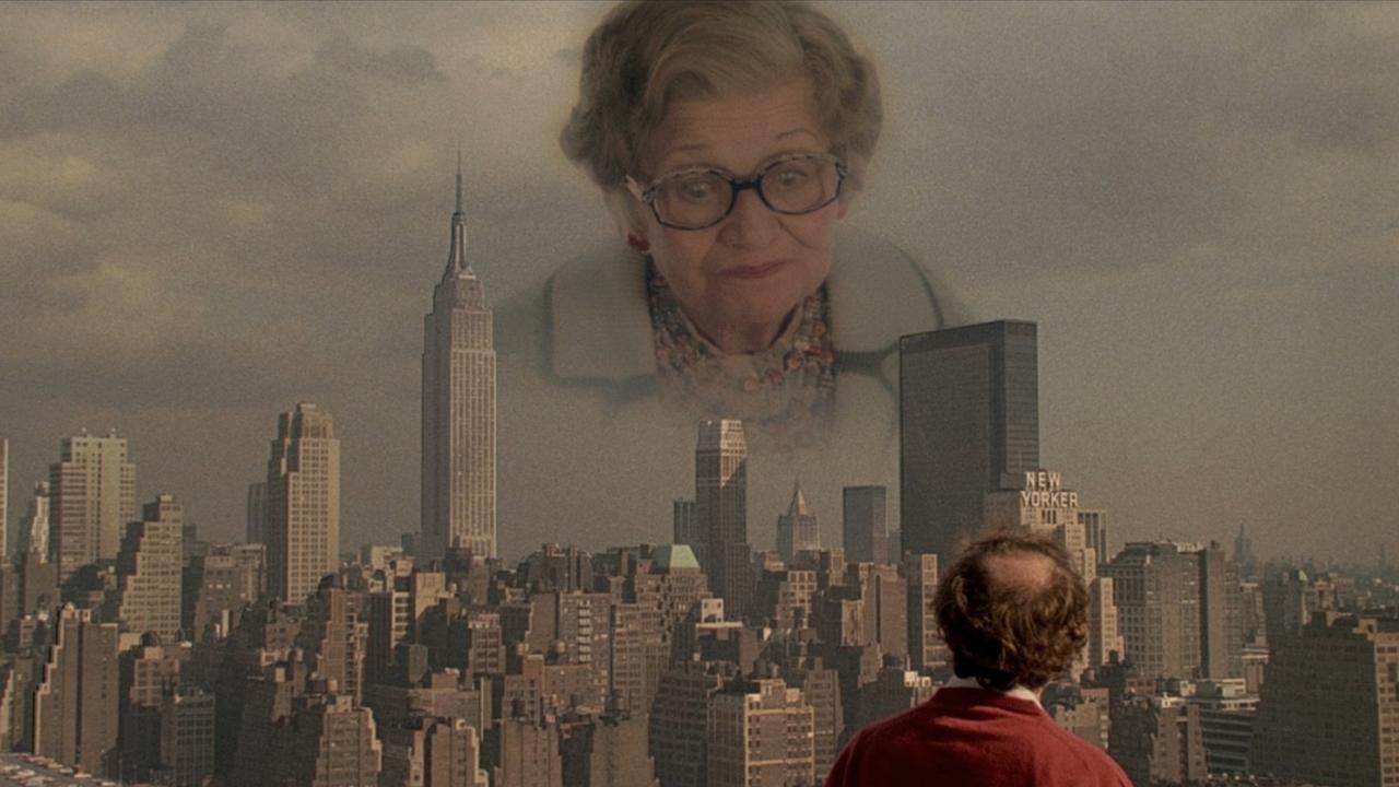 Ez a sztereotíp zsidó anyuka, amint a fiát kísérti a New York-i égbolt felett csak egy olyan borult elme teremtménye lehet, mint Woody Allen. (Buena Vista Pictures)