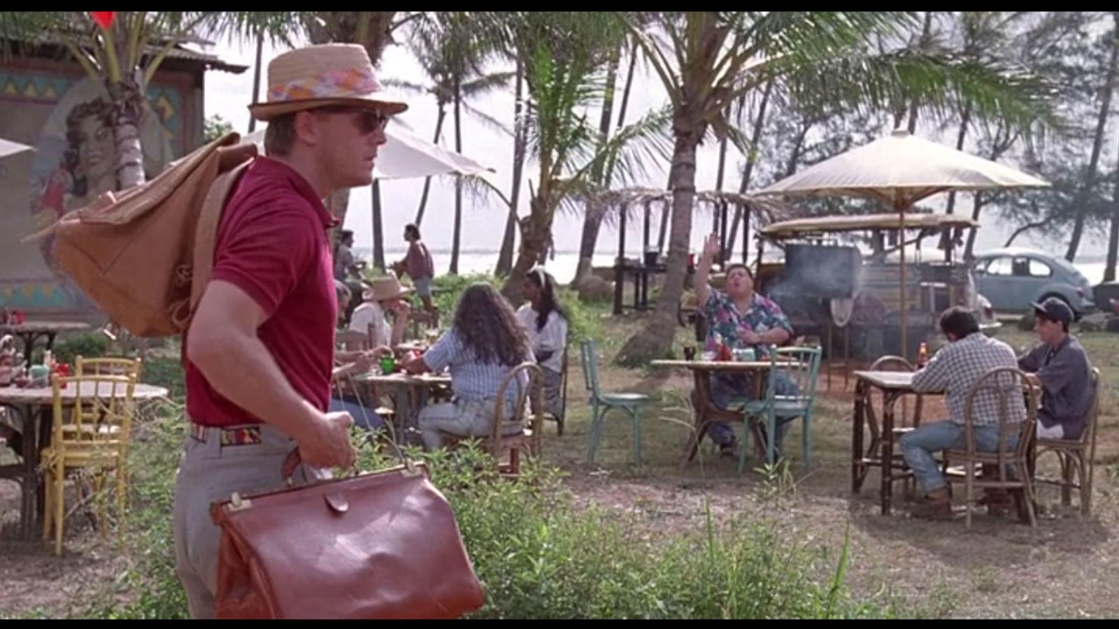 Amikor Dennis Nedry találkozik az embrió tolvajjal a felirat szerint San Jose-ban vannak, Costa Rica-ban. Ám az álmos óceánparti kisváros köszönő viszonyban sincs az igazi, szárazföldi nagyvárossal. (Universal Pictures)
