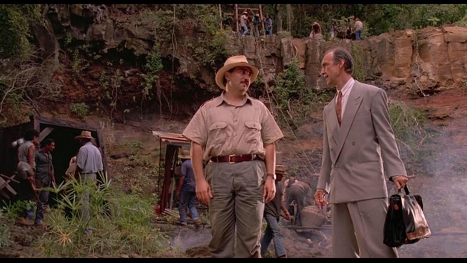 A film elején a Dominikai Köztársaságban mutatnak egy borostyán bányát. A borostyán itt 45 millió éves. Persze ezt tuti nem vette volna meg Hammond a valóságban, hiszen a dinoszauruszok már 65 millió éve kihaltak...(Universal Pictures)