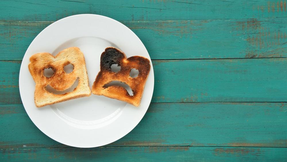 Tudtad, hogy az odaégett pirítósról, vagy a kicsit odakozmált sütikről is legegyszerűbben sajtreszelővel tudod eltávolítani az égett réteget? (Shutterstock)