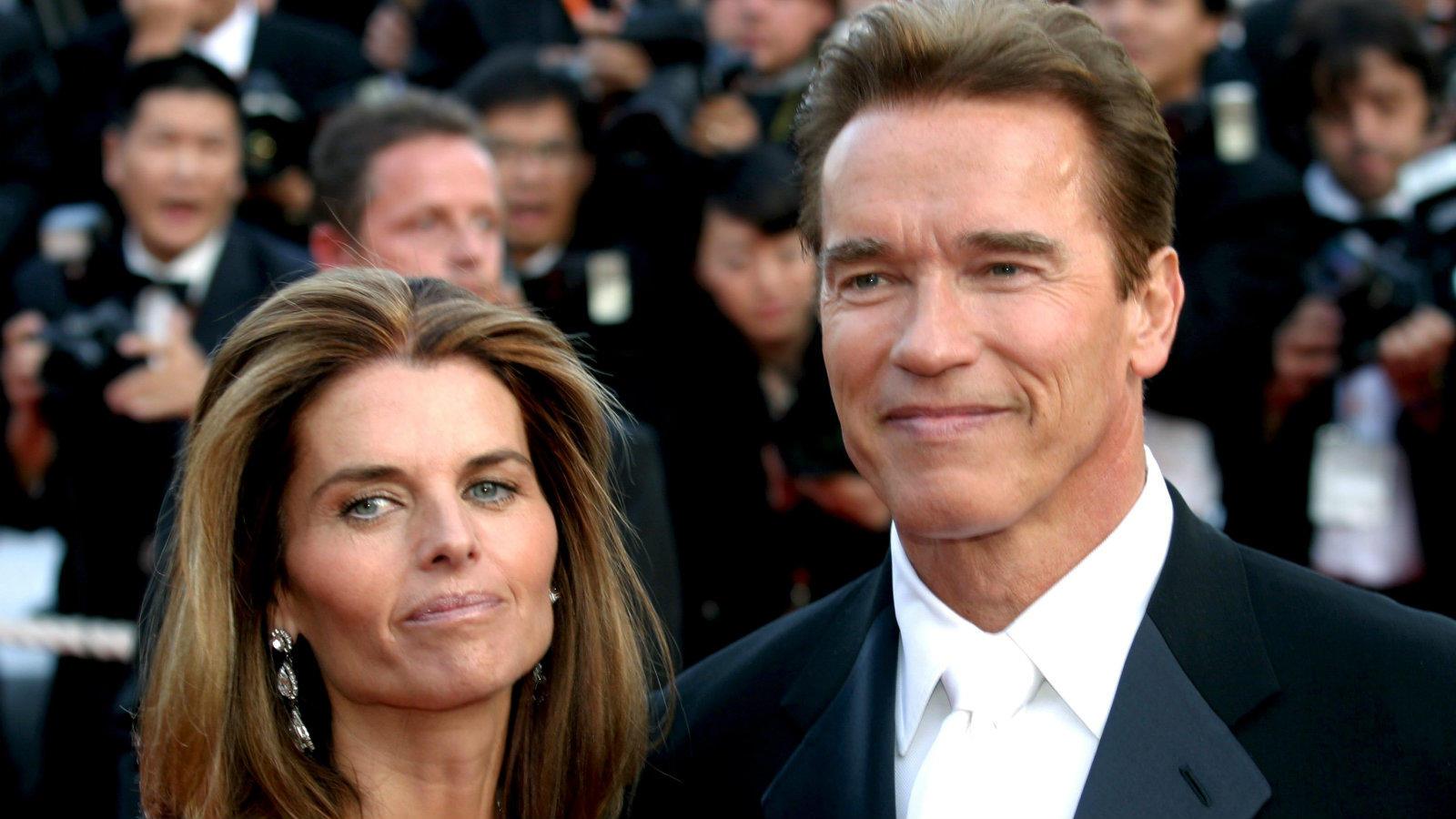 John Fiztgerald Kennedy unokahúga 1977-ben találkozott a nála 8 évvel idősebb Mr. Olympiával. A pár 1986-ban házasodott össze, s noha úgy tűnt, kapcsolatukat már semmi sem ingathatja meg, 25 év házasság után a jelenleg az amerikai NBC hírtéve műsorvezetőjeként dolgozó Shriver elvált a kaliforniai kormányzóságot is viselt Terminátortól. Később derült ki, az ok minden bizonnyal az lehetett, hogy Schwarzeneggernek született egy házasságon kívüli fia az egyik bejárónőjüktől. (UMDADC/Shutterstock)