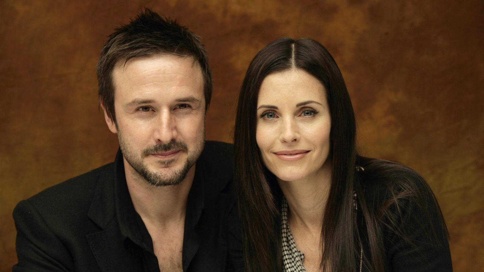 Arquette egyszer bevallotta, Cox mentette meg az életét, ugyanis mellette leszokott a drogokról. A pár 1999-ben házasodott össze, és annyira nagy volt a szerelem, hogy a Jóbarátok színésznője még a sorozat főcímében szereplő nevében is büszkén jelezte, hogy ő bizony Arquette-né lett immár. Azonban 2010-ben ők is bejelentették, hogy sajnos, elválnak útjaik, amelyről 2013-ban kapták meg a hivatalos papírt. (Theo Kingma/Shutterstock)