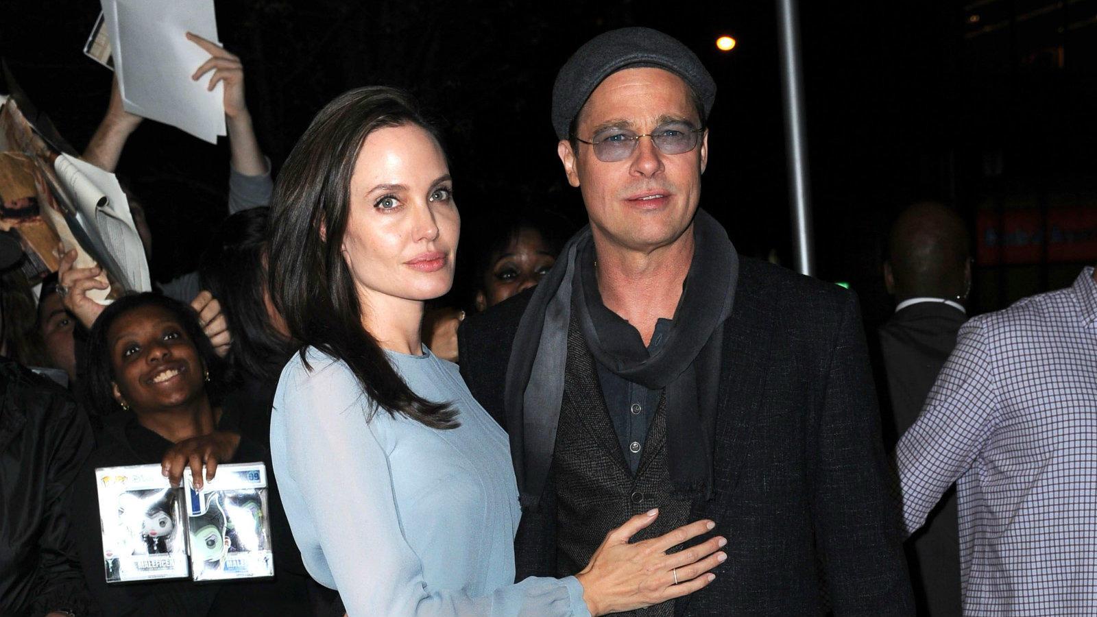 A Jennifer Aniston-affér után úgy tűnt, Brad Pitt élete párjára talált Angelina Jolie személyében, miután összemelegedtek a Mr. And Mrs. Smith című film forgatásán. Végül 2012-ben úgy határoztak, hivatalosan is összekötik az életüket, az esküvőjüket két évvel később tartották meg. Épp ezért sokkolta a világot, hogy 2016-ban Jolie kibékíthetetlen ellentétetkre hivatkozva beadta a válokeresetet. (Kristin Callahan/ACE/Shutterstock)