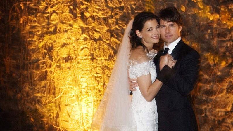 A nők bálványa rajongók tömegének szívét törte össze, mikor feleségül vette a fiatal, karrierje elején álló színésznőt. Az esküvőt a 15. századi Odescalchi Kastélyban tartották Róma mellett. A meghívottak között ott volt  Will Smith, Jennifer Lopez, David Beckham és sokan mások. A költségek nagy részét, 900,000 dollárt a vendégek utaztatása és szállása tette ki, de 180,000 dollárt költöttek 300 üveg borra is. (Shutterstock)