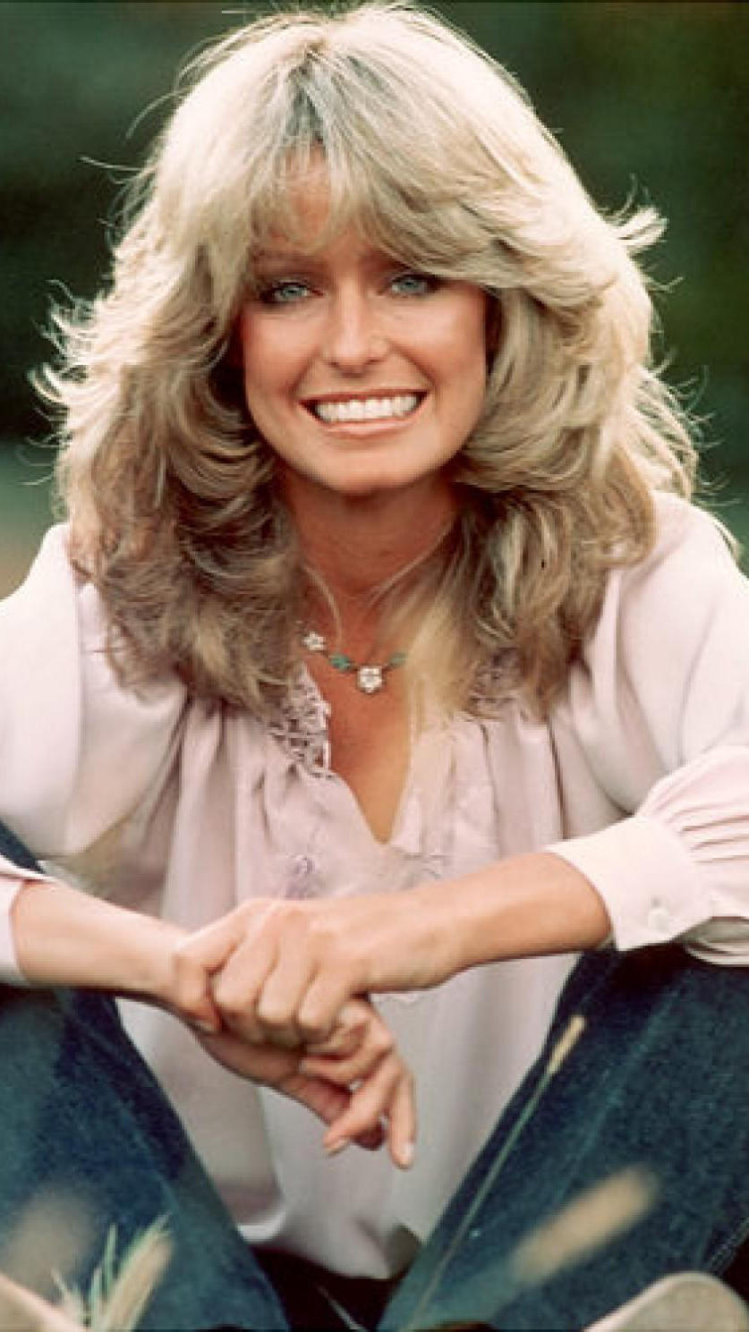 A 70-es évek nagy kedvence lett Charlie egyik angyalának szégyentelenül nőies, hullámos hajzuhataga, amely pont az ellentéte, az addig divatos, szögegyenes hajnak.