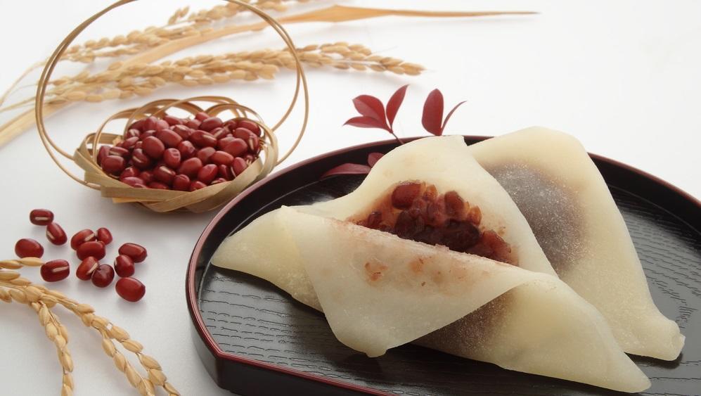 Kiotói helyi édesség következik. Nesze neked barátfüle. A tészta rizsből készül, a töltelék yatsuhashi babpüréből. (Shutterstock)