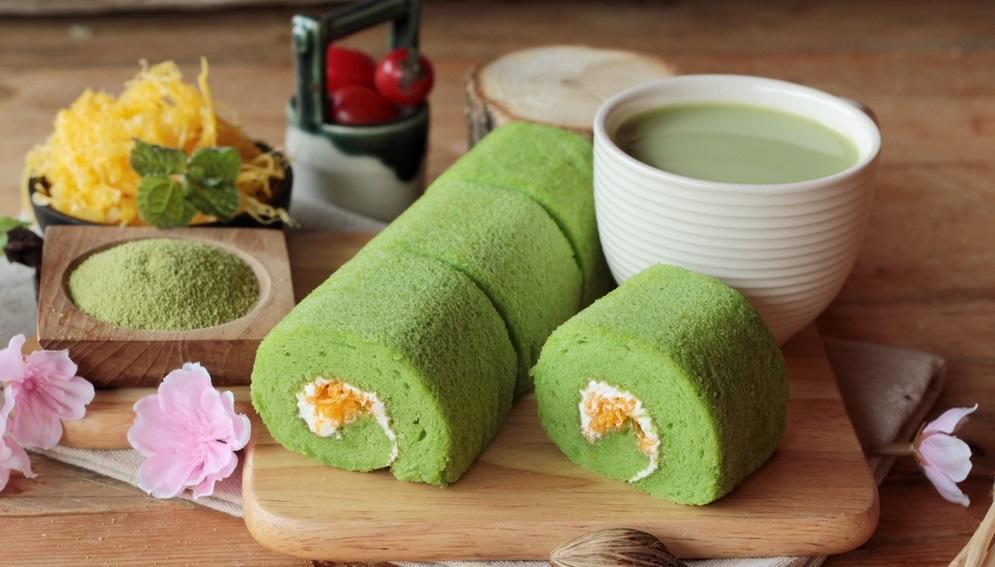 """A zöld szín – vagy inkább a macha tea - nagyon menő Japánban ez a """"piskóta tekercs"""" is matcha zöld teával készül. (Shutterstock)"""