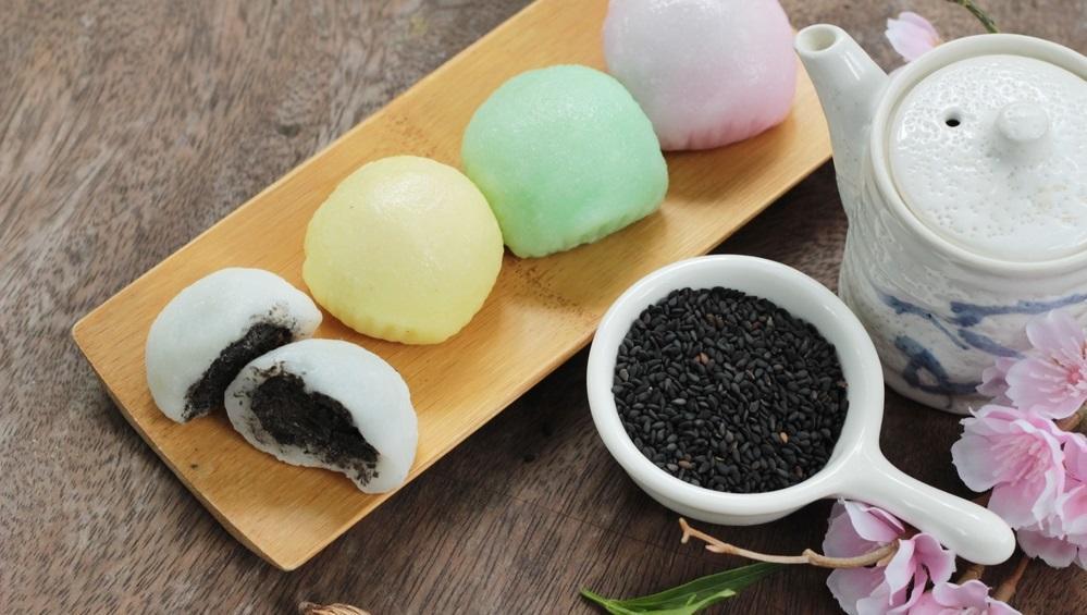 Daifuku mochi a mochi nyúlósságával és a fekete szezámmag ropogósságával. Már majdnem egy mákos gombóc, majdnem… (Shutterstock)