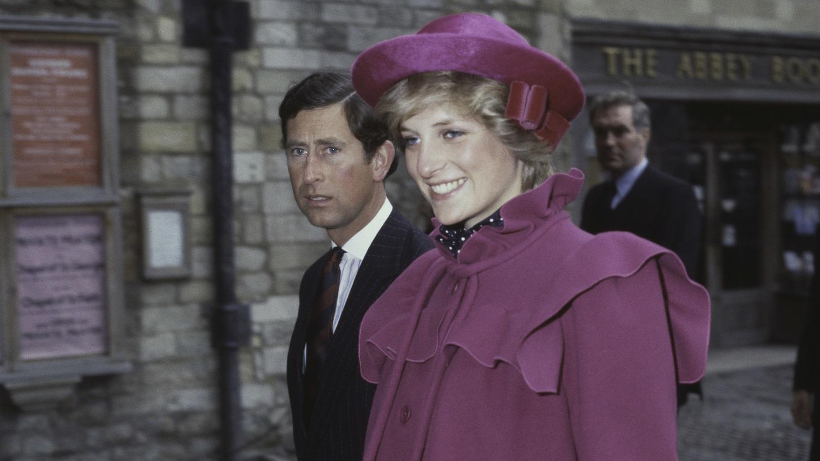 Az ő stílusa, melyet világszerte követtek a nők, különösen azért izgalmas, mert a legtöbb hírességgel ellentétben szinte teljes mértékben ő döntötte el, hogy mikor, hová és mit vesz fel, és miben jelenik meg a nyilvánosság előtt. A 80-as években kevés nagyobb divatpéldakép volt nála, és még évekkel a halála után is őt tartják az elegáns brit nő prototípusának. (Getty Images)