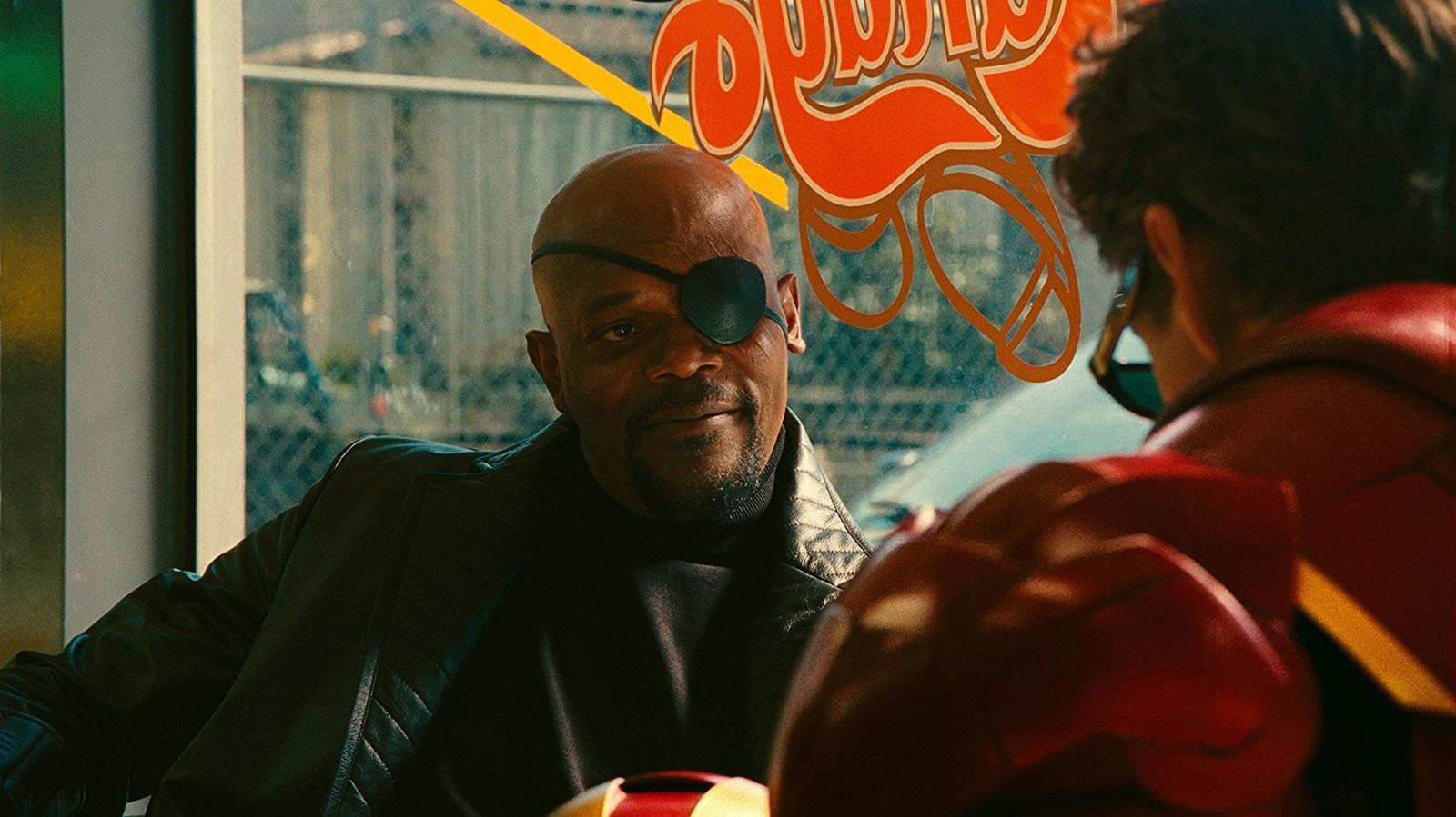 A Vasember híres stáblistás jelenetének sikerei után, melyben megismerhettük a Samuel L. Jackson által alakított Nick Fury-t, akadt egy kis galiba. Egyáltalán nem volt biztos ugyanis, hogy Samuel L. Jacksont valaha is viszontláthatjuk. Jackson és a Stúdió között nézeteltérés volt a szerződést illetően, ami szerencsére megoldódott, így a színész végül leszerződött a Marvellel.  (Marvel)