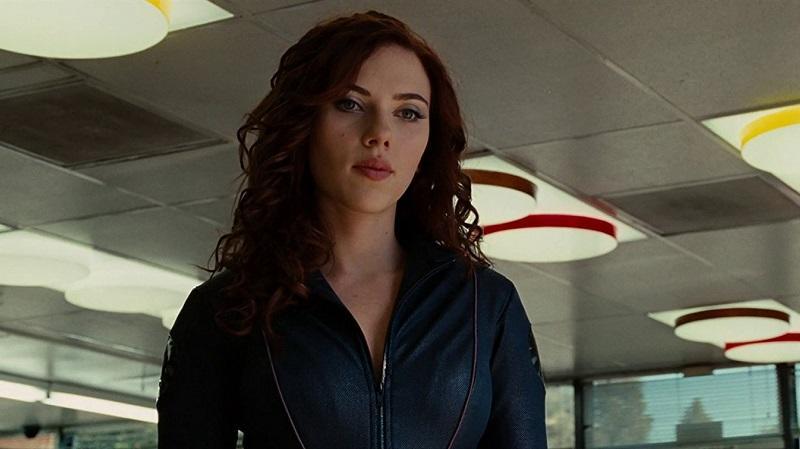 Mielőtt Scarlett Johansson megkapta volna a szerepet, számos ismert színésznő is felkerült a listára. Emily Blunt a Gulliver utazásai forgatása miatt nem tudta vállalni a szerepet, de Jessica Biel, Gemma Arterton, Natalie Portman, Jessica Alba sőt, még Angelina Jolie neve is felmerült. (Marvel)