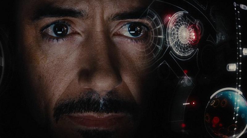 """Tony Stark computer inasának neve JARVIS, ami az angol """"Just A Rather Very Intelligent System"""" akronímája, ami magyarul annyit tesz: """"Csak egy felettébb intelligens rendszer"""". A névválasztás nem véletlen, Edwin Jarvis volt ugyanis Howard Hughes inasa. A film készítői azért döntöttek úgy, hogy JARVIS mesterséges intelligenciát kap, hogy elkerüljék a párhuzamot a Batman filmek inasával, Alfred Pennyworth-szel. (Marvel)"""