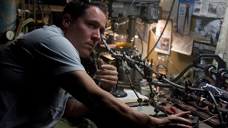Jon Favreau eredetileg az Amerika Kapitány rendezését tervezte, és már majdnem le is szerződött rá, amikor meggondolta magát. A törénet modern hangvétele annyira megtetszett neki, hogy végül a Vasember rendezése mellett döntött. (Marvel)