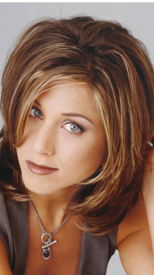 Jennifer Aniston hajtörténelmet írt a Jóbarátok első két évadjából ismert Rachel-fazonnal. Nők tömegei utánozták azt a frizuráját, amiről utólag kiderült, hogy ő maga borzasztónak tartotta.