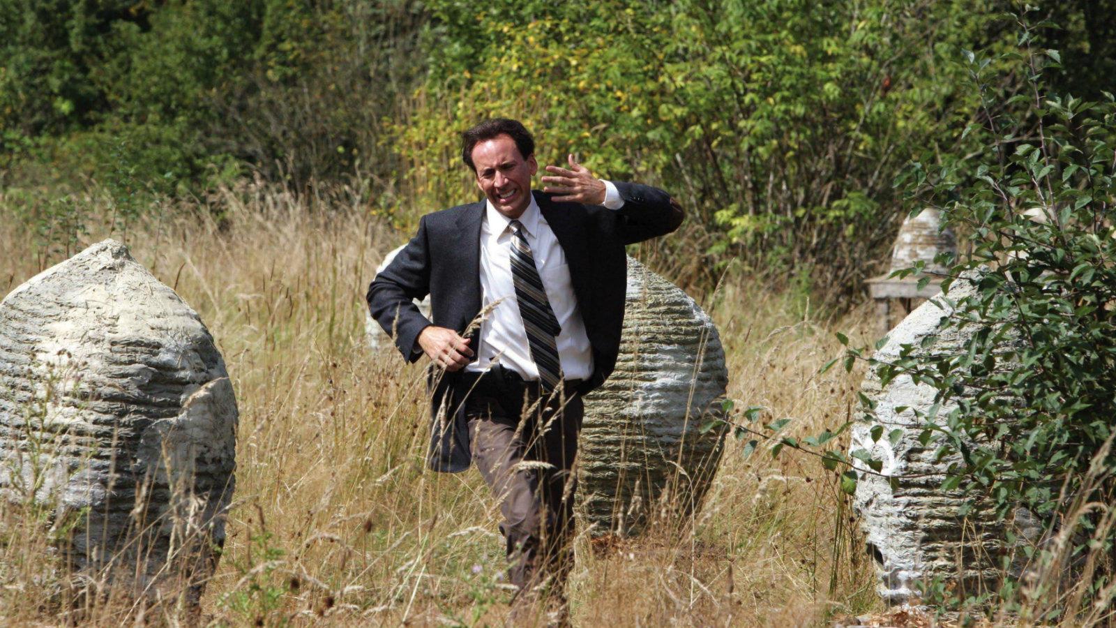 Bizton állíthatjuk, nem ez Cage élete alakítása. Igaz, az akaratlanul vígjátékba hajló miliő amolyan kultuszt teremtett a film megjelenését követően, miközben láthattuk a színészt medvének öltözni egy igen érdekfeszítő jelenetben, ahol a sikolyaival bevonzotta a méheket. (Nu-Image/Warner Bros/Kobal/Shutterstock)