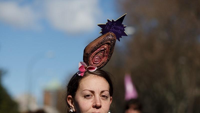 Az eurotophobiások a női nem szervtől félnek elképesztő módon. Az ilyesmi a férfiaknak is borzasztó lehet, viszont egy nőnek...hát, azt el sem tudjuk képzelni, hogy milyen szörnyű. (Getty Images)
