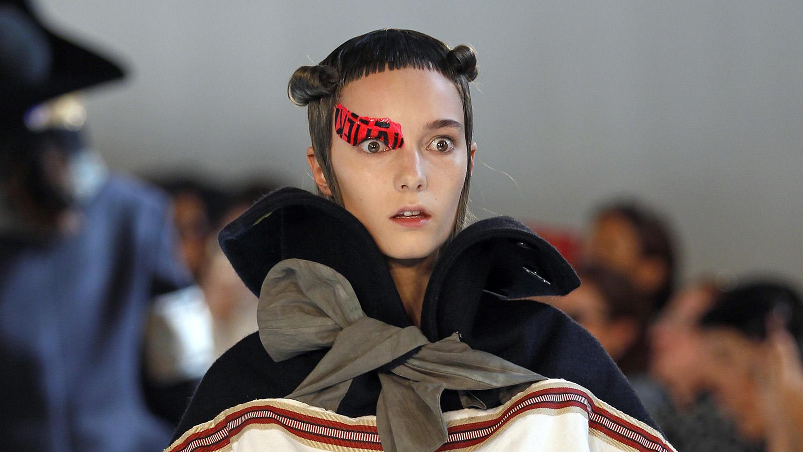 Ha a Trendközelben lelkes követője vagy, most csemegézhetsz: összeszedtük a 2016-os Párizsi Haute Couture Divathét legőrültebb szettjeit: Chanel, Dior, Lee Young HEE, Armani és Maison Margiela tervezőinél biztos, hogy elgurult a gyógyszer, katt a képekért!