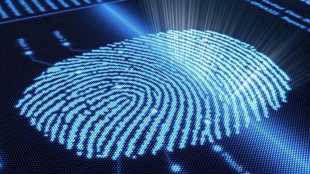 Az NCIS és a CSI sorozatokat nézve óhatatlanul felmerülhet a nézőben, hogy sci-fi-t néz. Pedig nem, számos alkalmazott technológia a valóságban is létezik, sőt, igencsak régi múltra tekint vissza. Íme néhány hihetetlen bűnüldözői praktika a világból!