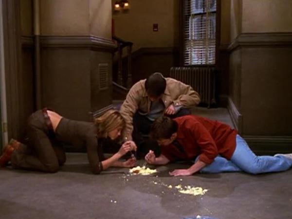 Joey megtanított, hogy sosem árt, ha mindig van a kezedben egy villa.