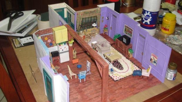 Bruna Conforto egy 23 éves brazil lány, aki új szintre emelte a Jóbarátok iránti rajongást - egy rakás karton és ragasztó segítségével játékméretűre kicsinyítette Monica és Rachel lakását. Elképzelni sem tudod, hogyan? Megmutatjuk!
