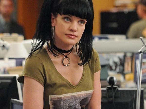 Pauley Perrette, az Abby-t játszó színésznő törvényszéki főiskolai végzettséggel rendelkezik. A producerek állítása szerint Abby karakterének legjavát Perrette saját természete adta.