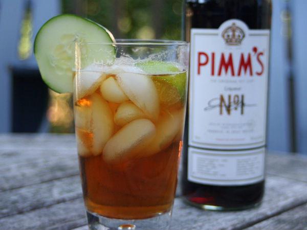 A Pimm's No. 1. nevű angol italból kevert koktél: bolondítsd meg a tartalmát egy kis gyömbérrel és egy kis citromos szódával!