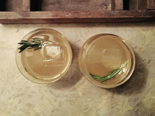 Végy egy kis gint, és tegyél bele rozmaringot. Egzotikus, nem?