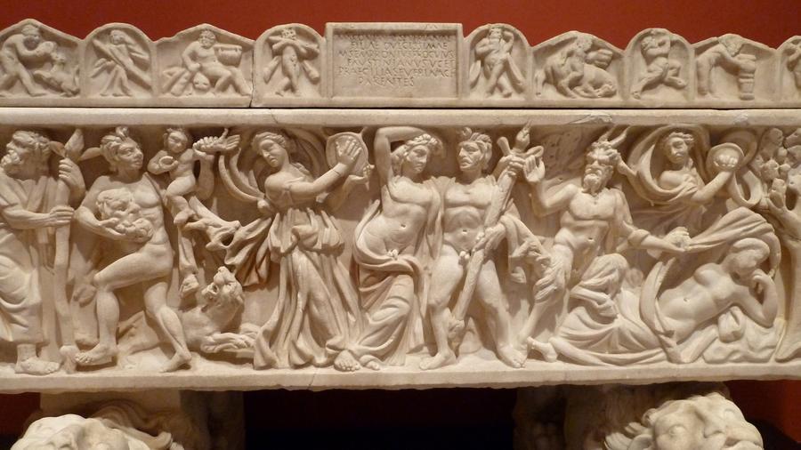 A bor, mámor és a vidámság görög-római istene, Dionüsszosz-Bacchus kultuszához kapcsolódó ünnep volt. Mivel a rendezvényeket zárt körben tartották, sok – a féktelen ivászatra és a perverz szexre vonatkozó – mendemonda lengte körül őket. Ebben volt némi igazság, ám ezek az összejövetelek koránt sem voltak olyan vadak, mint azt ma sokan képzelik. Kr. e. 186-ban a szenátus betiltotta, leginkább attól való félelmében, hogy a privát bulikon esetleg államellenes összeesküvéseket szőnek. (Wikipedia)
