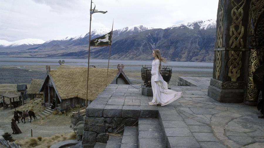 """Éowyn a trilógia egyik, hanem a legbátrabb női karaktere. Egy nemesasszony, aki arról álmodik, hogy harcos legyen, majd végül a Pelennor mezei csatában sikerül végeznie azzal, """"akit élő ember nem tud megölni"""". (Pierre Vinet/New Line/Saul Zaentz/Wing Nut/Kobal/Shutterstock)"""