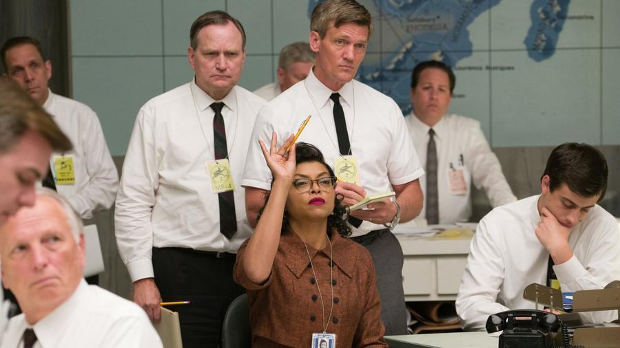 Ugyan Katherine Johnson sem az a tipikus főhős, de egyértelműen nagyon sok nő valós példaképe lehet. A matematikus nő, aki többek között elvégezte a legdurvább űrhajó-pályaszámításokat az amerikai űrhivatal, a NASA hőskorában. Róla és sorstársairól szól a kiváló film, A számolás joga. (Hopper Stone/Levantine/Kobal/Shutterstock)