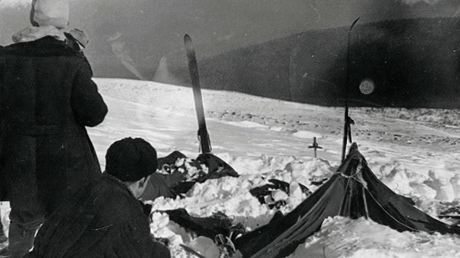 A Gyatlov-rejtély a Szovjetunióban történt meg 1959-ben, melynek során egy egyetemistákból álló kilencfős, Igor Gyatlov vezette turistacsoport tagjai az Urál északi részén meghaltak. A helyszínt a csoport vezetőjéről azóta Gyatlov-hágónak nevezték el. A holttesteken talált furcsa sérülések (pl. belső sérülések, hiányzó testrészek, a bőr furcsa elszíneződése) miatt az idők folyamán számos elmélet látott napvilágot, de a tragédia igazi okát máig nem sikerült megfejteni. (Wikipedia)