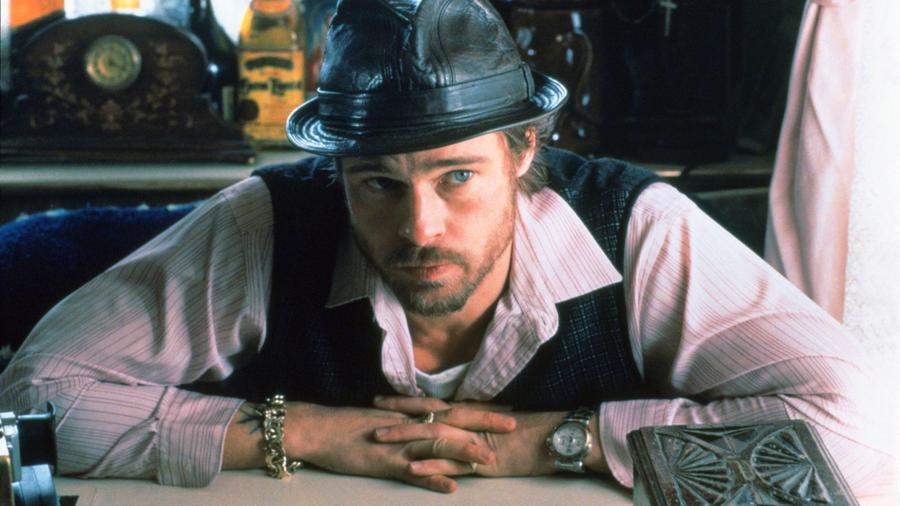 Első filmjének bombasikere után Guy Ritchie úgy határozott, megcsinálja a Blöfföt. Benicio del Toro, Jason Statham és Brad Pitt, csak pár húzónév az ezredforduló egyik legerősebb fekete komédiájából – avagy a brit szigetek, ahogy talán sose fogjátok látni. (Columbia/Ska/Kobal/Shutterstock)