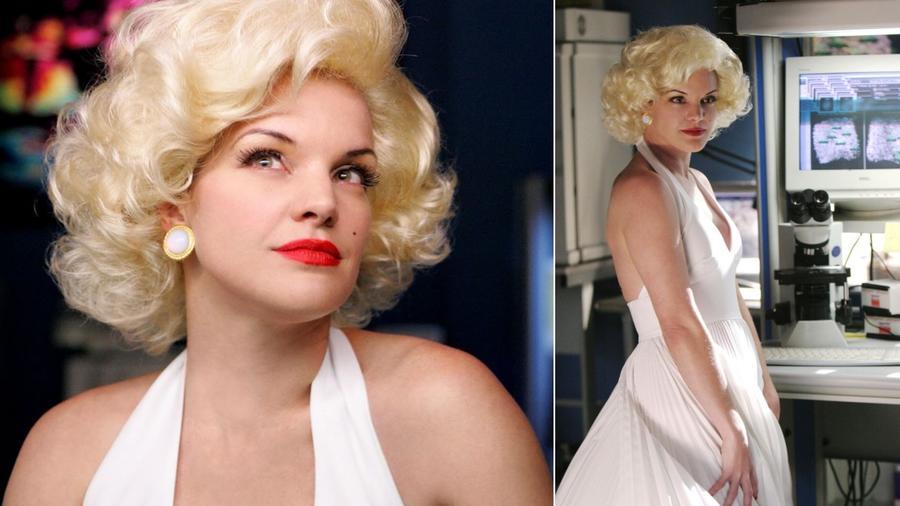 Pauley szuper Monroe-imitátor lenne, bár a fotózáson állítólag végig attól félt, hogy összerúzsozza a szép fehér ruhát. (CBS)